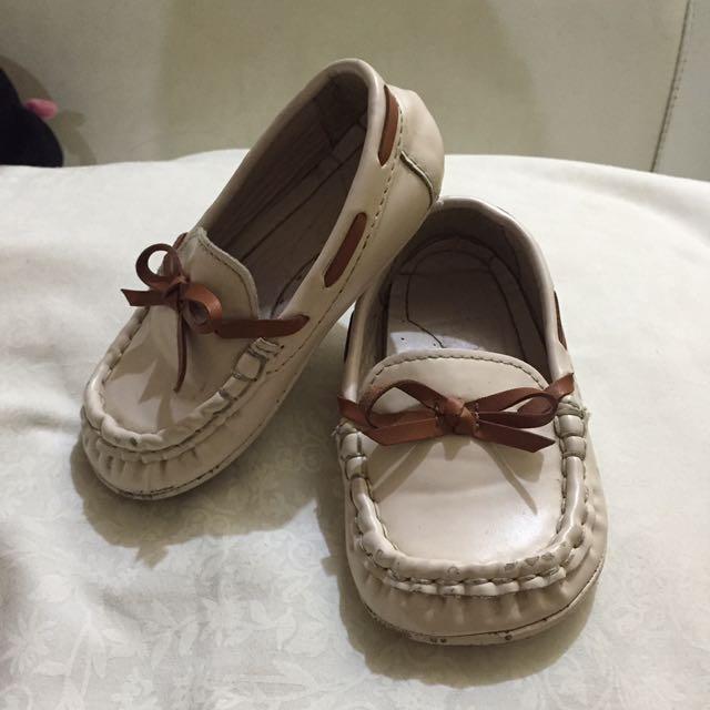 Sepatu Lucuuuk