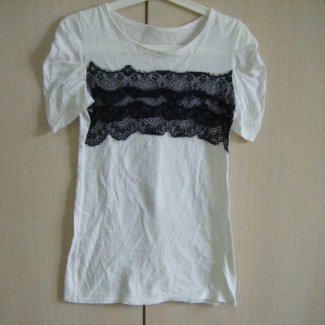 全新黑色蕾絲裝飾白色T恤