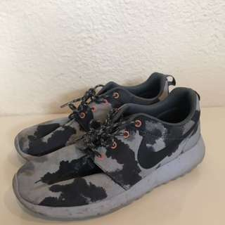Blue Camo Nike Roshe Sneakers - Size 39