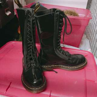Dr. Martens Boots (unisex; EU35)