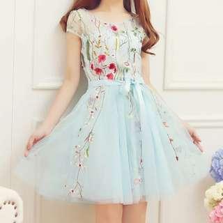 夏裝韓版氣質淑女風刺繡花朵短袖蕾絲蓬蓬裙收腰連衣裙女裝小禮服
