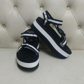 Teva 厚底 黑白色涼鞋