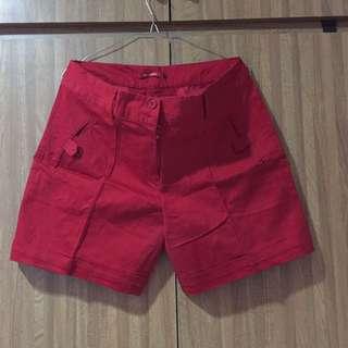 Celana Pendek Merah