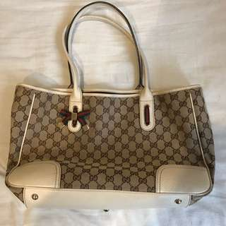 Women's Gucci Shoulder Bag 100% Authentic