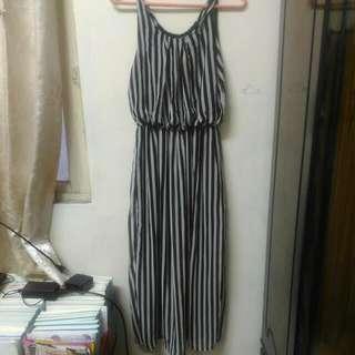 🚚 顯瘦黑白直條長洋裝
