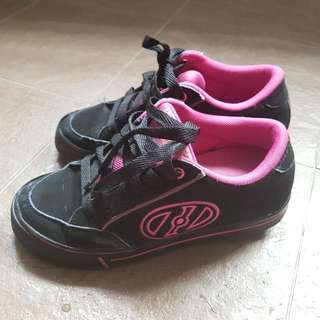 Preloved Authentic Heelys Size UK Size5