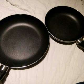 Cooking Pan Pot / Pans / Frying Pan / Cook Ware for sale!
