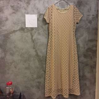米色蕾絲長洋裝 附全長襯裙(絲滑有彈性)二手狀況佳