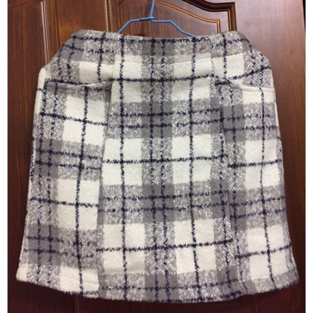 灰色格紋短裙(冬天適穿)