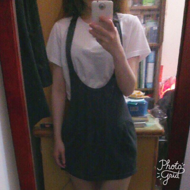 深灰色吊帶短裙