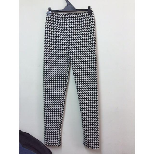 黑白格造型內搭九分褲