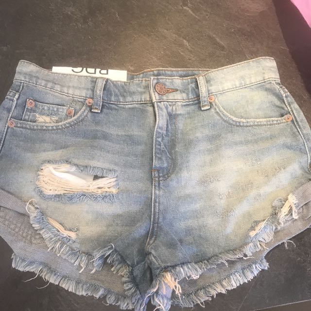 BDG Low Rise Boyfriend Shorts Size 26