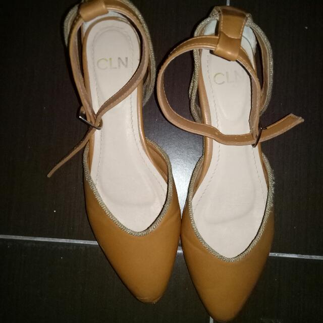 CLN Brown Pointed Flats Size 6
