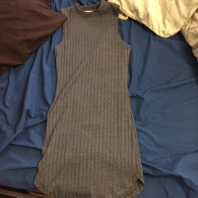 grey F21 ribbed dress with high knexk