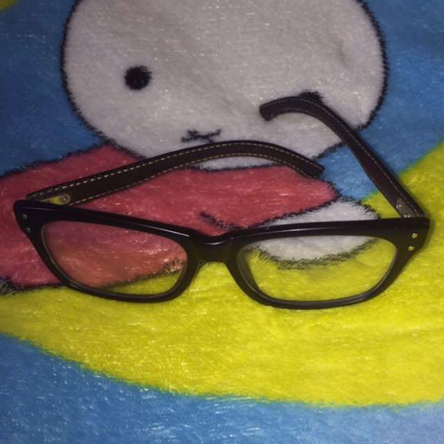 Kacamata Kulit