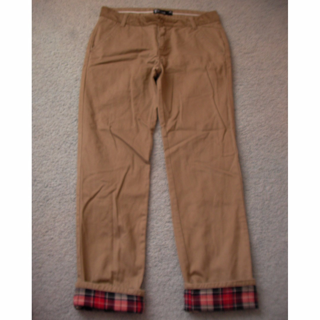 "newly new brown color pants, waist 30, pants bottom can be folded to appear checkers pattern, 40"" when unfold"