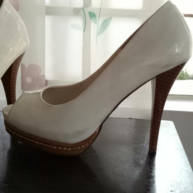 White VINCCI Formal shoes