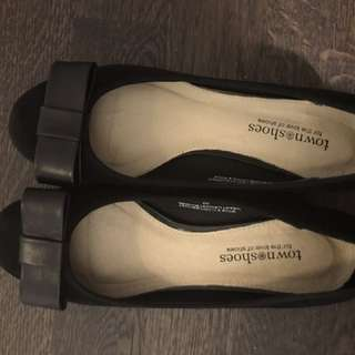Town Shoes Size 6 Black Suede Block Heel