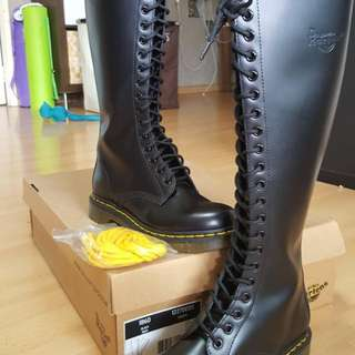 Dr Martens 1B60 Womens (20 Eyelets) Boots - purchased New And Unused