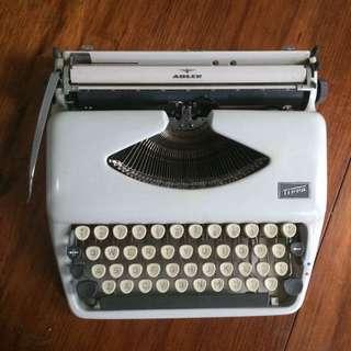 Adler Tippa Typewriter (1968)