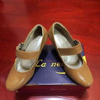 🚚 LA NEW 真皮亮面咖啡高跟鞋(尺寸24)
