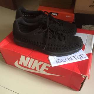 Nike Mayfly Woven Size 8