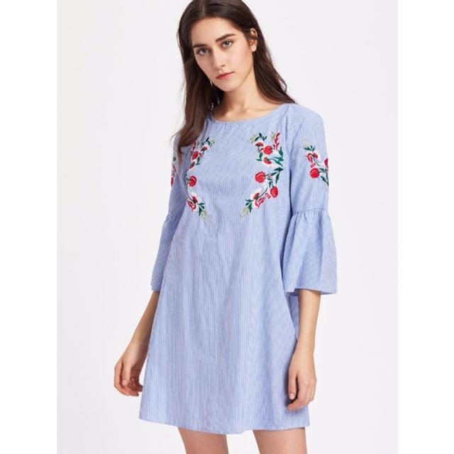 現貨💕 ROMWE 精緻花朵刺繡直紋喇叭袖洋裝 藍色直條紋 寬鬆A字洋裝