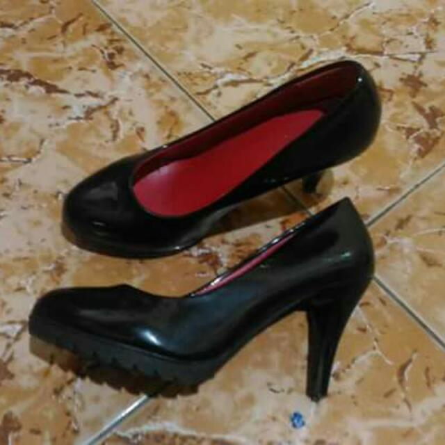 Black Pumps Size 6