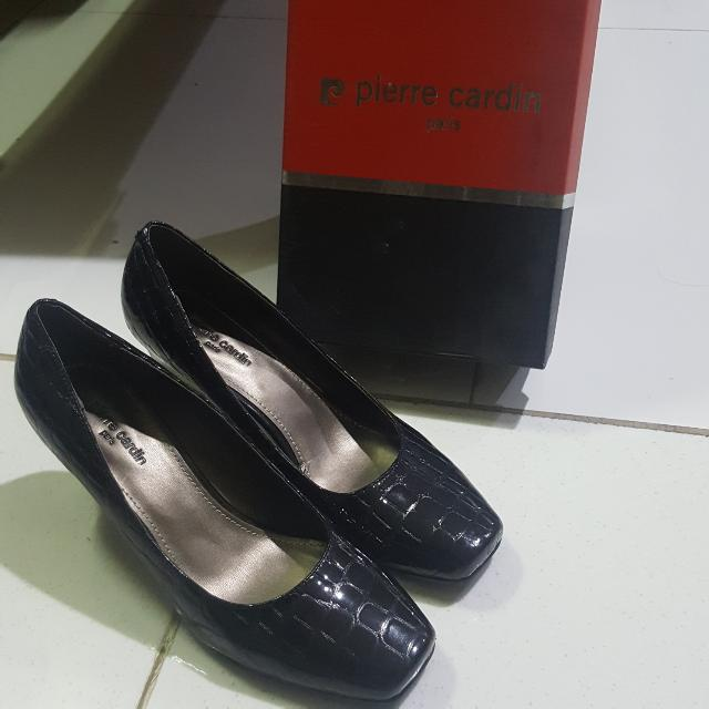 PIERRE CARDIN Black Wedges