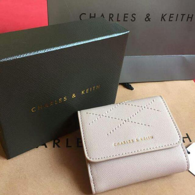 CHARLES AND KEITH - STITCHED SQUARE WALLET