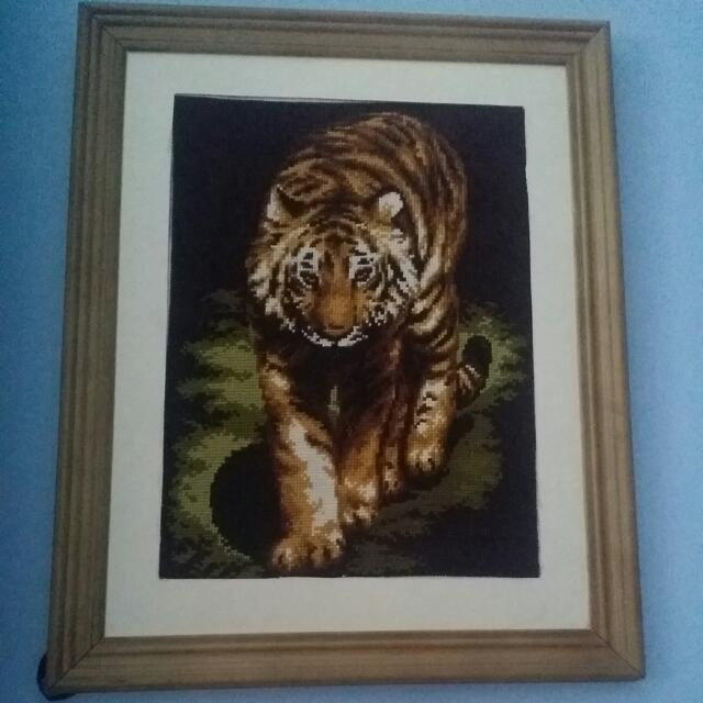 Cross-stitch of a tiger
