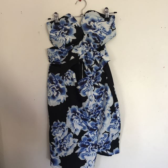 Floral Cutt Out Dress Size 6