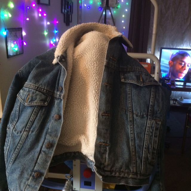 Looking For Denim Jacket Lambs wool Lined Size Xl