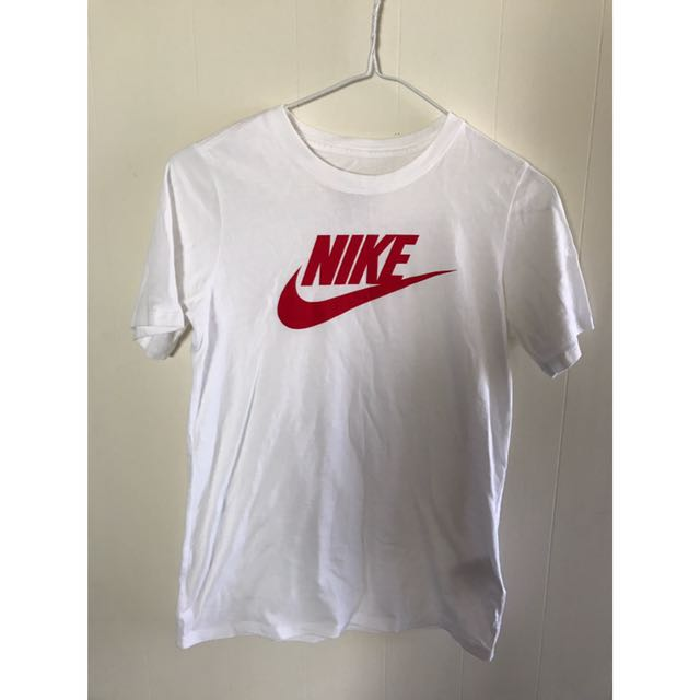 Nike基本款T