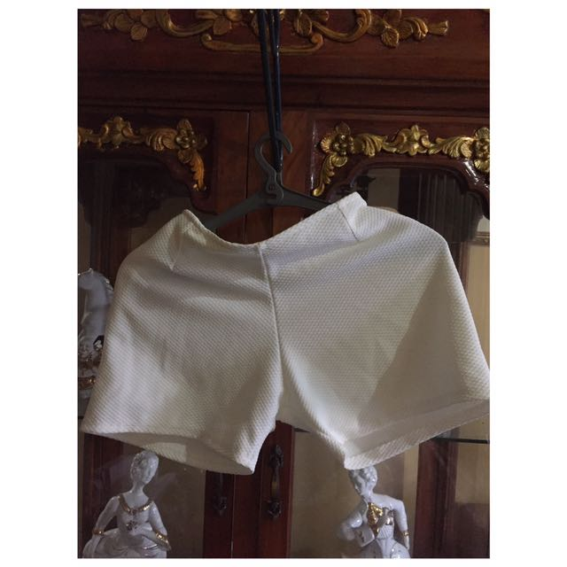 Off White Stretchable Shorts
