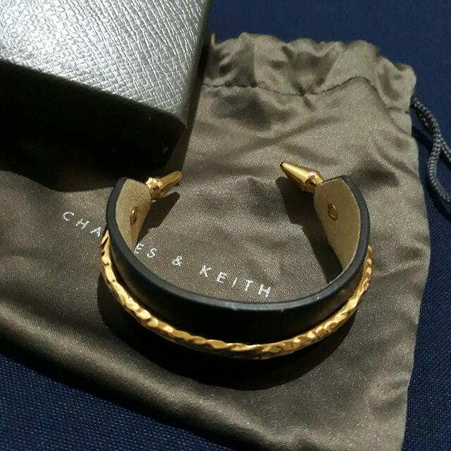N1- PRE LOVED CHARLES AND KEITH BANGLE