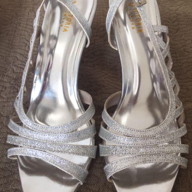 Preloved Sepatu Wanita Victoria Silver