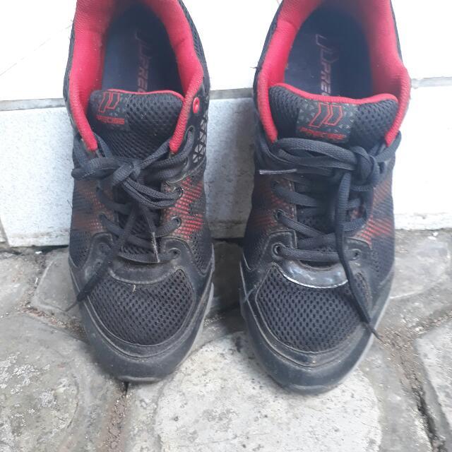 Sepatu Lari Precise