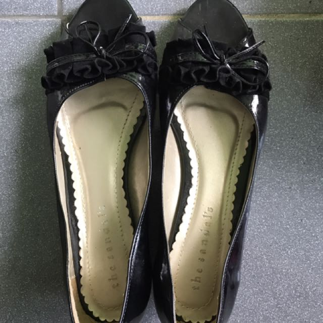 The Sandals Black Shoes