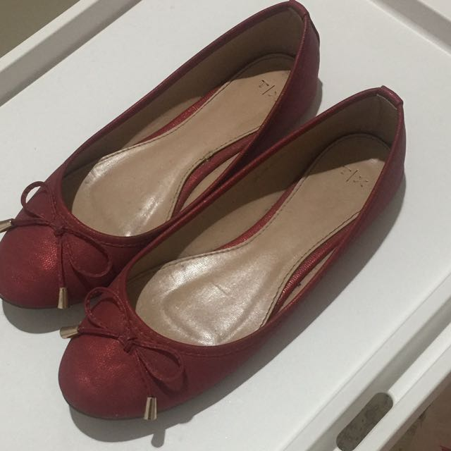 TX By The Executive Red Flatshoes Sz 39