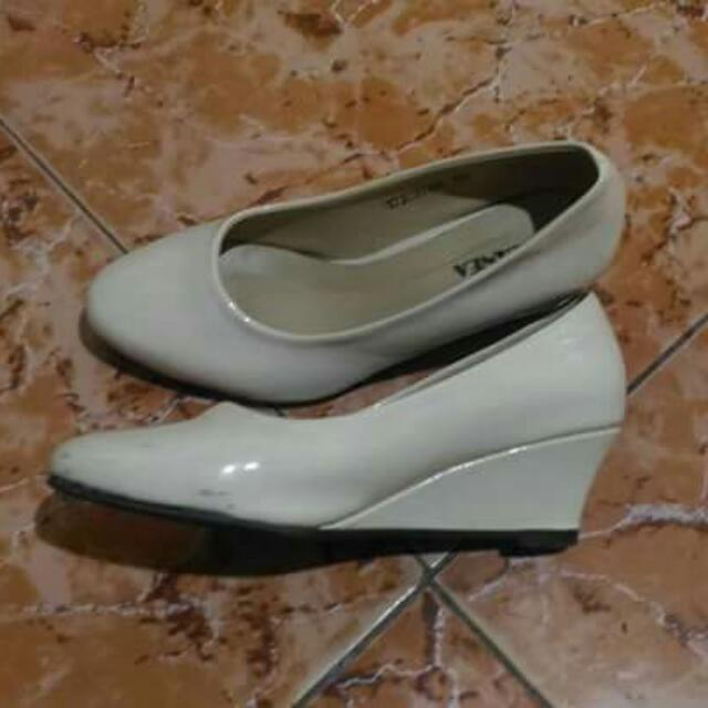 White Wedge Shoes Size 5.5