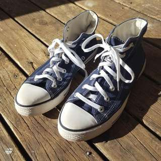 2 Pairs Of Converse High Tops Eu39