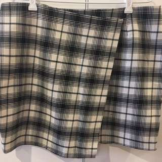 Glassons checkered skirt