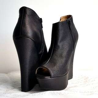 BRAND NEW! TONY BIANCO ANKLE BOOTS