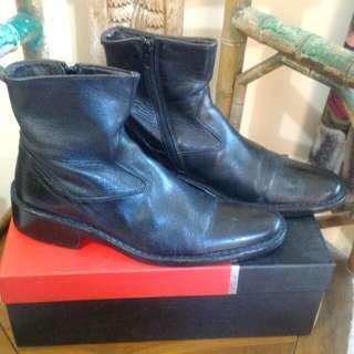 Sepatu Boots Pierre Cardin Kondisi 70%