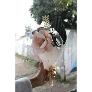 Flower bucket, wisuda, paper flower