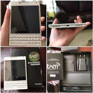Blackberry Passport White Mulus 99% like new