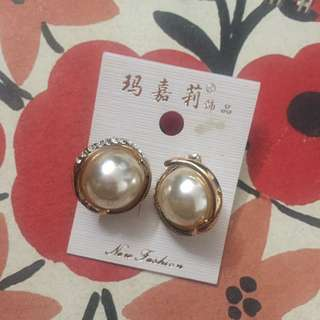 Pearl Earing