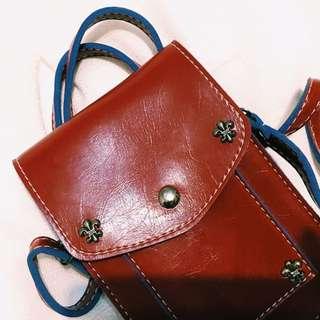 酒紅色背帶手機包-可四層置物
