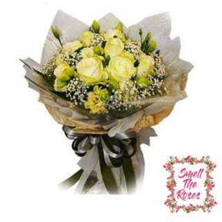 """Love me till we're old"" 12 White Roses Luxury Bouquet with Baby breath flowers + FREE DELIVERY in Klang Valley"
